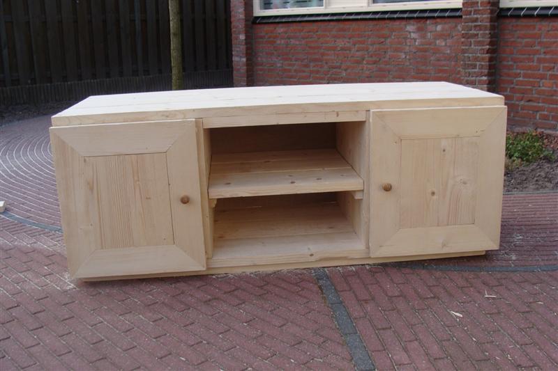 Tv meubel van steigerhout roseau kado en hobby for Steigerhout tv meubel maken
